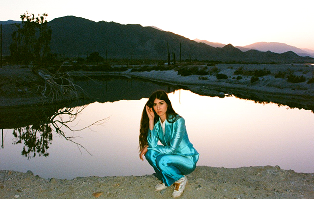 Weyes Blood S Front Row Seat To Earth Reviewed Uncut
