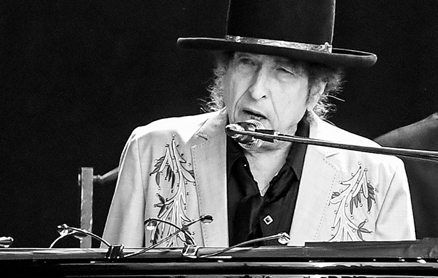 "Watch Bob Dylan play ""Lenny Bruce"" for the first time in 11 years"